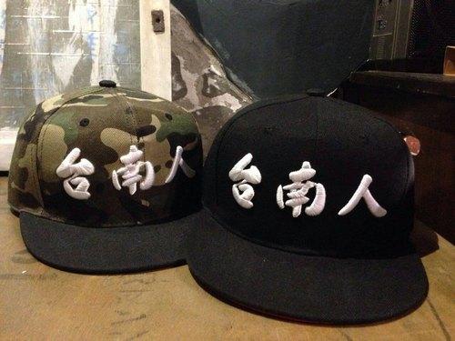 【立體刺繡霸氣台南人認證帽】黑底帽內紅款
