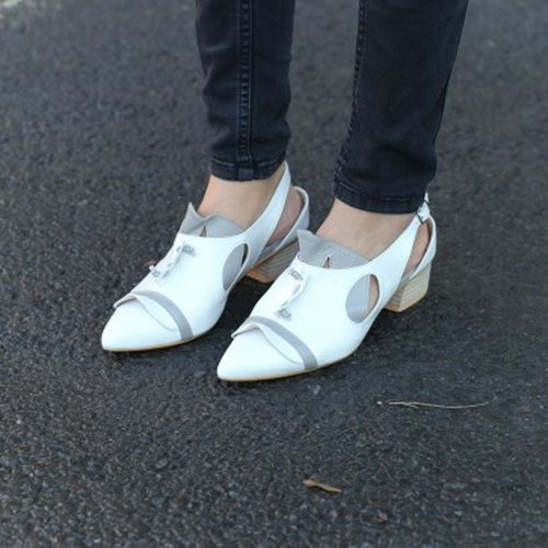 高跟鞋在五线谱上跳舞 一种独特的算数在节奏中 我听见你的脚步声