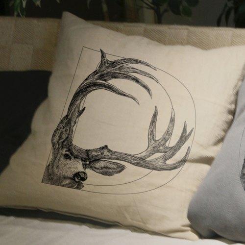 【d】eer 鹿:手绘字母抱枕