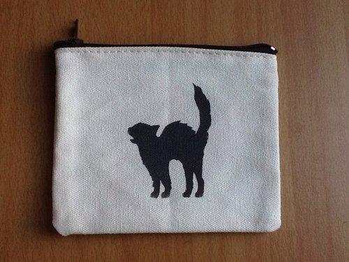 手工印刷。拉鏈布包。斜紋布。萬聖節。黑貓。