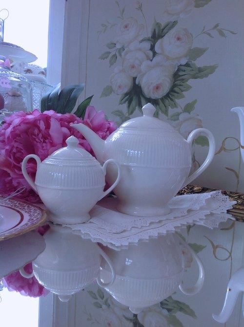 ♥安妮瘋古物♥英國陶瓷Wedgwood 溫莎米白瓷系列花茶壺,咖啡壺~ 全新庫存