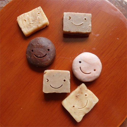 微笑系列手工小皂:小小阿愣 或 小小饅頭  隨機一入~手工婚禮小物 彌月 生日 聚會 活動 派對禮物。。。
