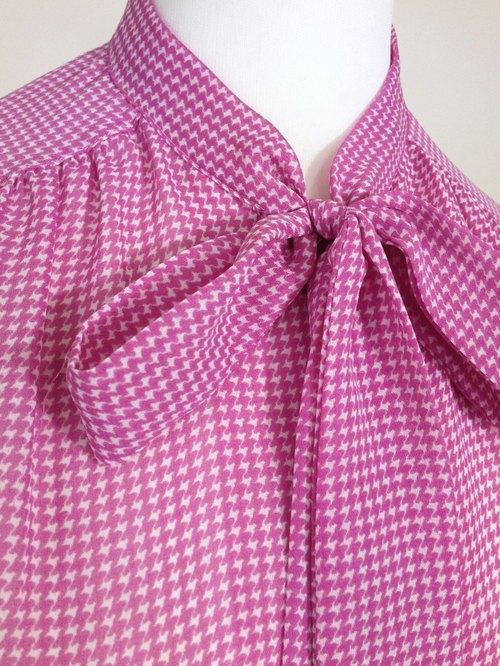 粉色衬衫搭配什么颜色领结