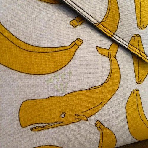 【手拿包/側揹包/信封包Dream Bag-不只是香蕉,藏了寂寞鯨魚】