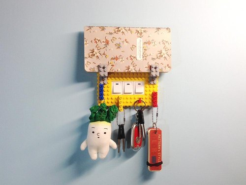 Qubefun (四色套組)積木收納三孔電源蓋 樂高風 禮品 鑰匙遺忘救星 全新精美盒裝(免運)