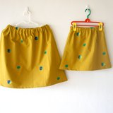 轉一個漂亮的圈圈在芥黃山上面 / 圓圓小裙子for kids