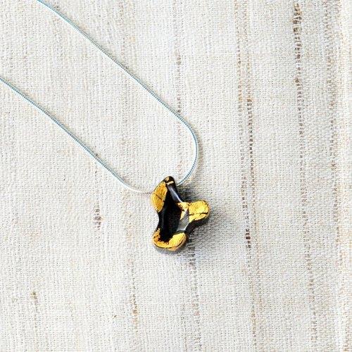 無限系列-自由 | 黑檀木, 金箔, 腰果漆| 18in吋銀鍊