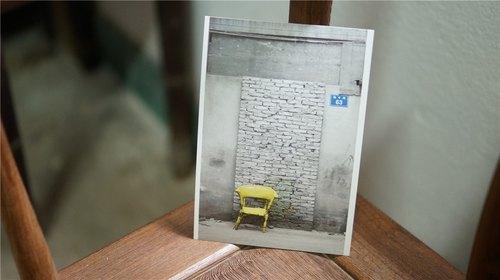 打嗝文化明信片《黑暗中的花》系列明信片(橫版黃色椅子)