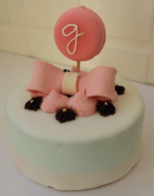 可爱的马卡龙跃上了蛋糕的舞台