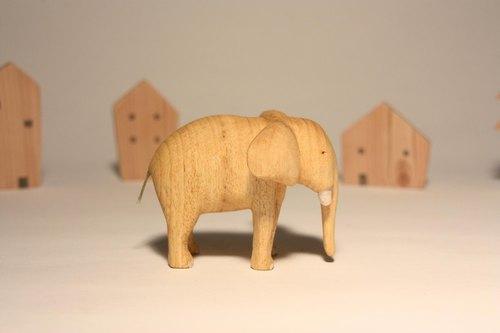 疗愈系木雕小动物_大象elephant