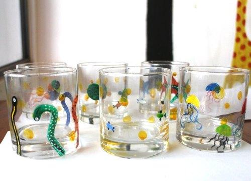 手绘水杯组
