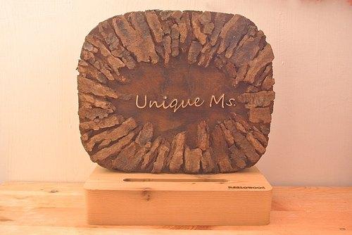 漂流枕木和拼贴树皮的名片台