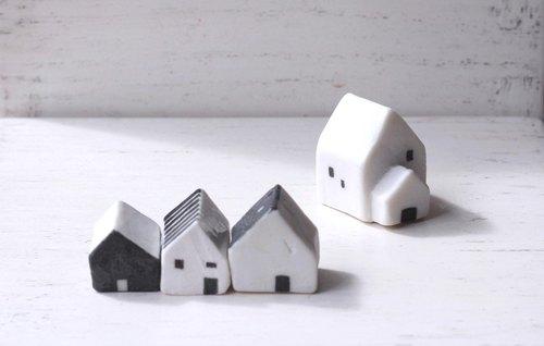 拇指小房子▲ 后方白色小屋