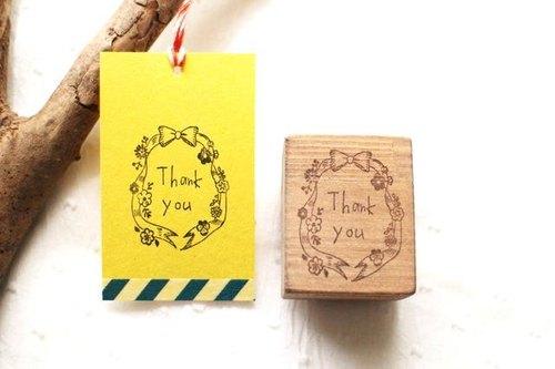 手寫風格的「Thank you」木頭印章,緞帶和小花邊框 ...