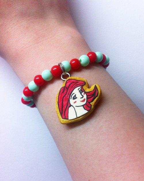 超商取货 手工制作 台湾出品 / 商品说明及故事 / 戴著小美人鱼手环与