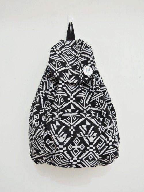 民族风后背包 (大)黑白几何