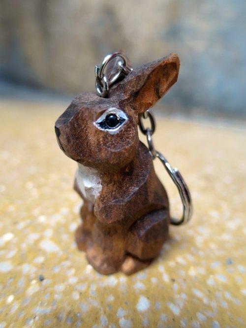复古手工木头雕刻兔子钥匙