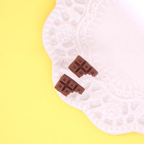 Playful Design 咬一口巧克力塊耳環