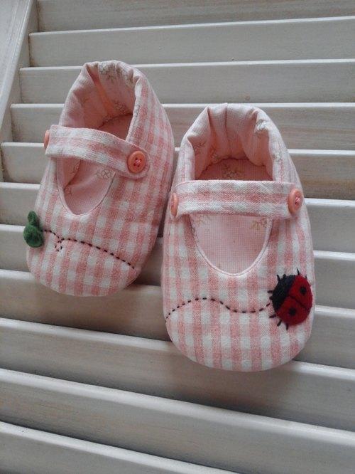小瓢虫手工婴儿鞋