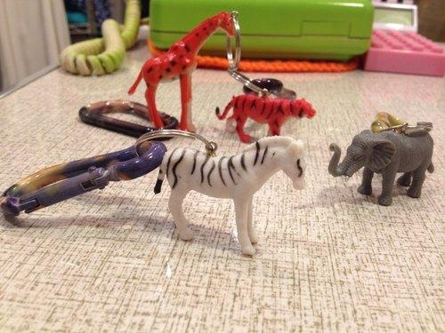 开心动物园金属铐漆钥匙圈