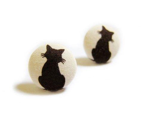 布扣耳环 猫咪的背影