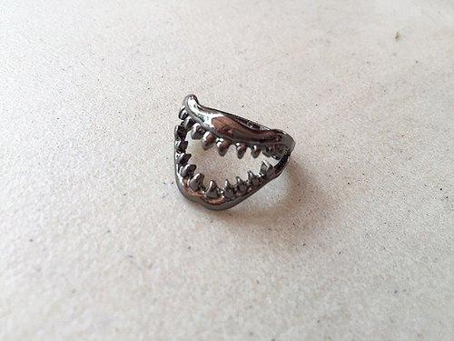 恐怖鲨鱼的牙齿戒指