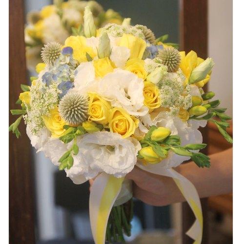 白黄蓝色系新娘捧花 定制化婚礼捧花