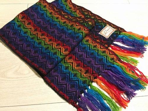 祕魯手工水形紋羊駝圍巾-彩色黒