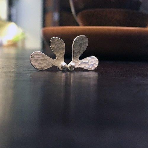 純銀小樹苗耳飾~飛翔的種子~手作的詩,純銀耳環,耳針設計!