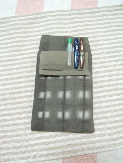 【姆姆手作良品】欖仁葉植物染醫用筆袋(訂製款)