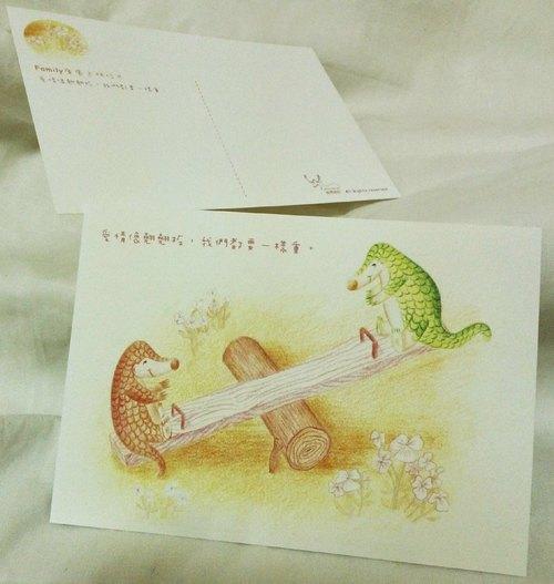 Family療癒系插畫明信片:愛情像翹翹板