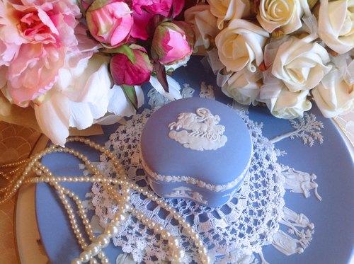 ♥~安妮瘋古物~♥英國骨瓷Wedgwood jasper 藍色碧玉浮雕愛神丘比特荳荳設計珠寶盒,飾品盒.