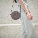 南庭系列包/小肩包(灰咖啡)。肩背包。斜背包。手拿包(三用)