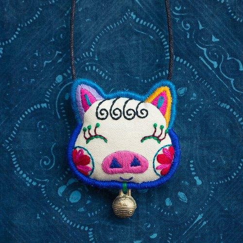 《猪小魅》纯手工刺绣复古可爱童趣项链吊坠 十二生肖