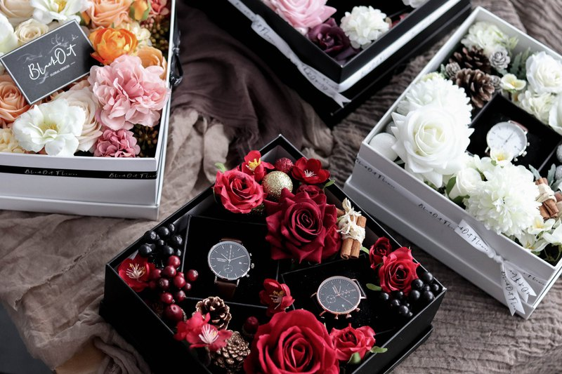Vintique Buy 1 Get 1 Free 2 Watches 1 Flower Box Couple Watch Valentine's Day Gift
