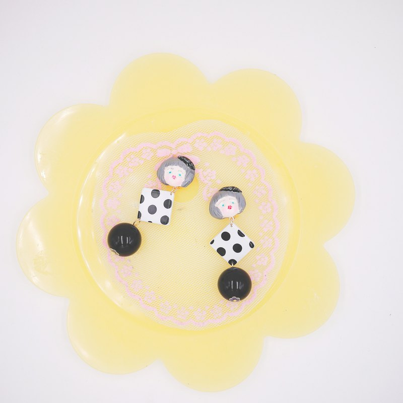 Clay hand made retro wave girl earrings ear clip black and white