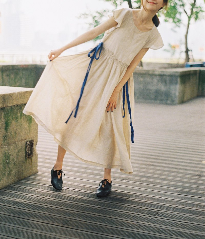 Small flying sleeves linen blue dyed strap dress