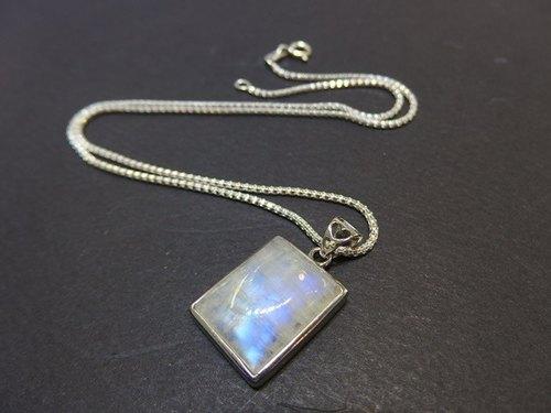 蓝光月光石方形纯银吊坠图片