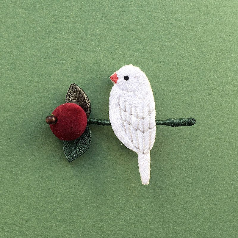 3D Embroidery Brooch of White Java sparrow and Berries