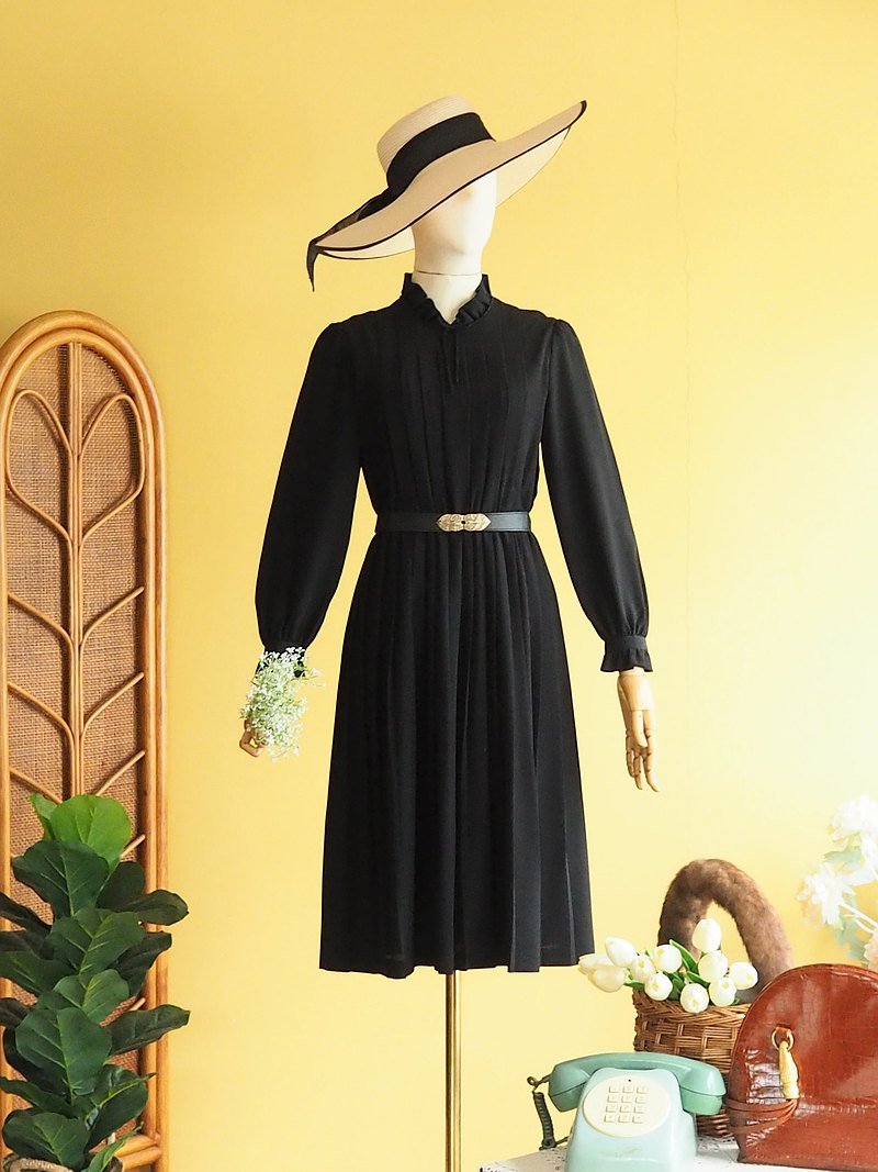 古著洋裝 | Size S |Black with raffle neck pleated skirt