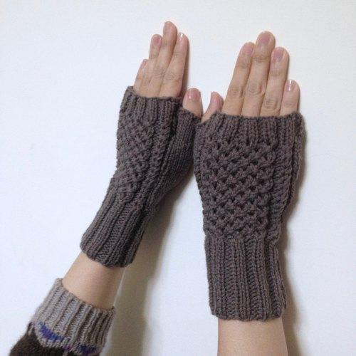 晓织物-手工编织镂空羊毛露指手套-花窗