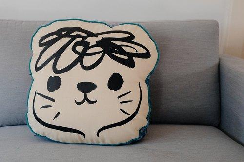 brut cake 手工微笑抱枕靠垫 (1) - 可爱手绘 / 丝网印刷 / 手工缝制