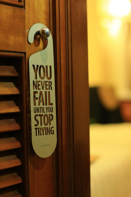 【eyeDesign看見設計】一句話門掛「YOU NEVER FAIL UNTIL YOU STOP TRYING」D09