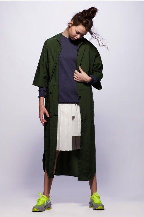 服装手绘时装画风衣