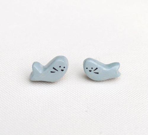 """游戏在宽广的大海里, 灰色 是最好的隐身术, 让 可爱的 """"小海豹""""耳环"""