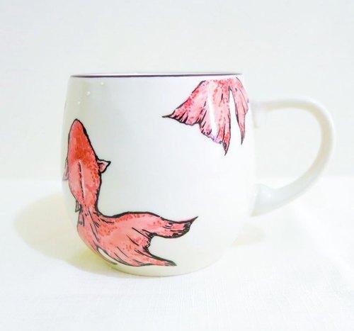 限量-疗愈陶瓷手绘马克杯 - 金鱼水中游