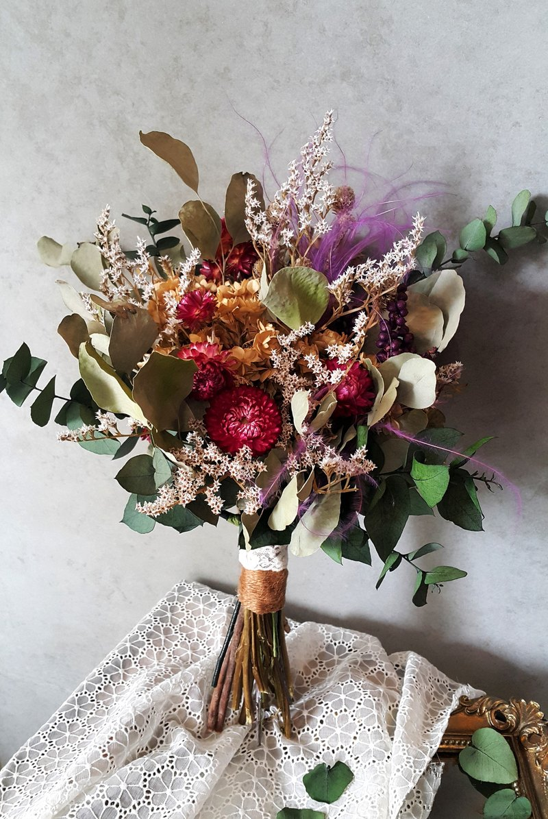 Hand-tied bouquet of natural materials [series] purple feather grass