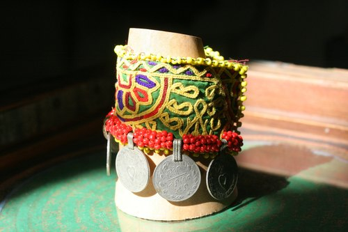 OMAKE Afghan hand-beaded embroidery bracelet (crude)
