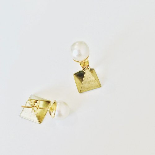 Before and after the three-dimensional triangular Marygo ﹝ ﹞ pearl earrings buckle dual