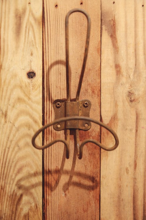Distressed DULTON wire hooks